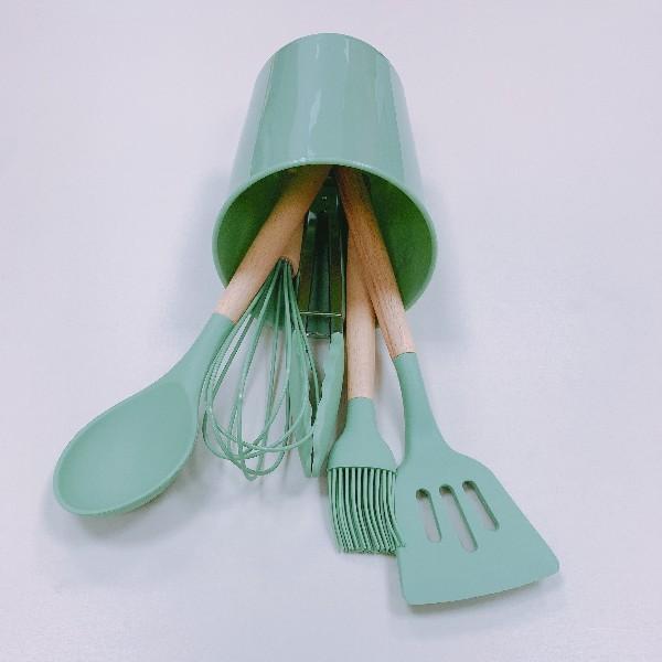 硅胶厨具-硅胶锅铲-现代厨房的新宠