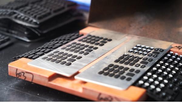 镭雕工艺-赋予硅胶制品更强的生命力