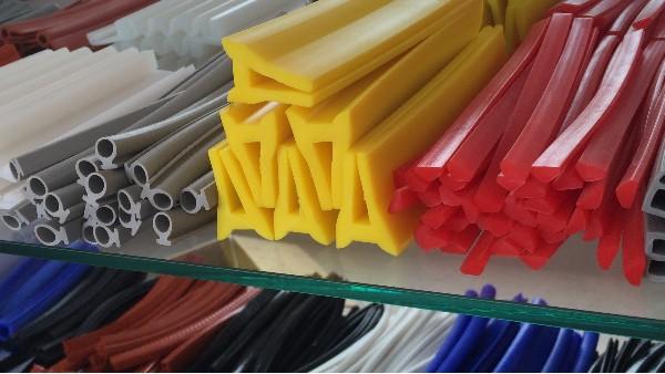 硅胶生产厂家价格高低不等,根源硅胶三个标准赢得用户关注