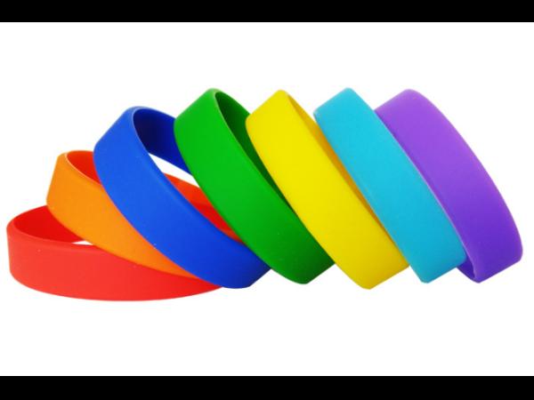 一个新时尚的潮流标签-硅胶手环